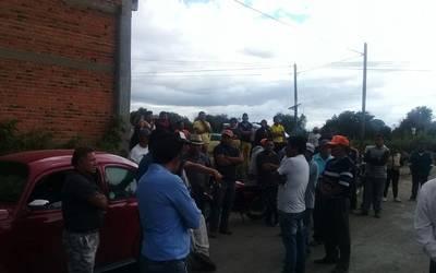 Pobladores de Pancoac retienen a funcionario 8f260901162e