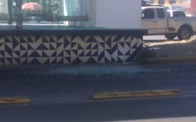 Resultado de imagen para Intento de asalto provoca balacera en parada de RUTA en la 11 sur