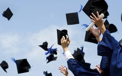 72608d2a5  VIDEO  Estudiante se lleva el dinero de la graduación